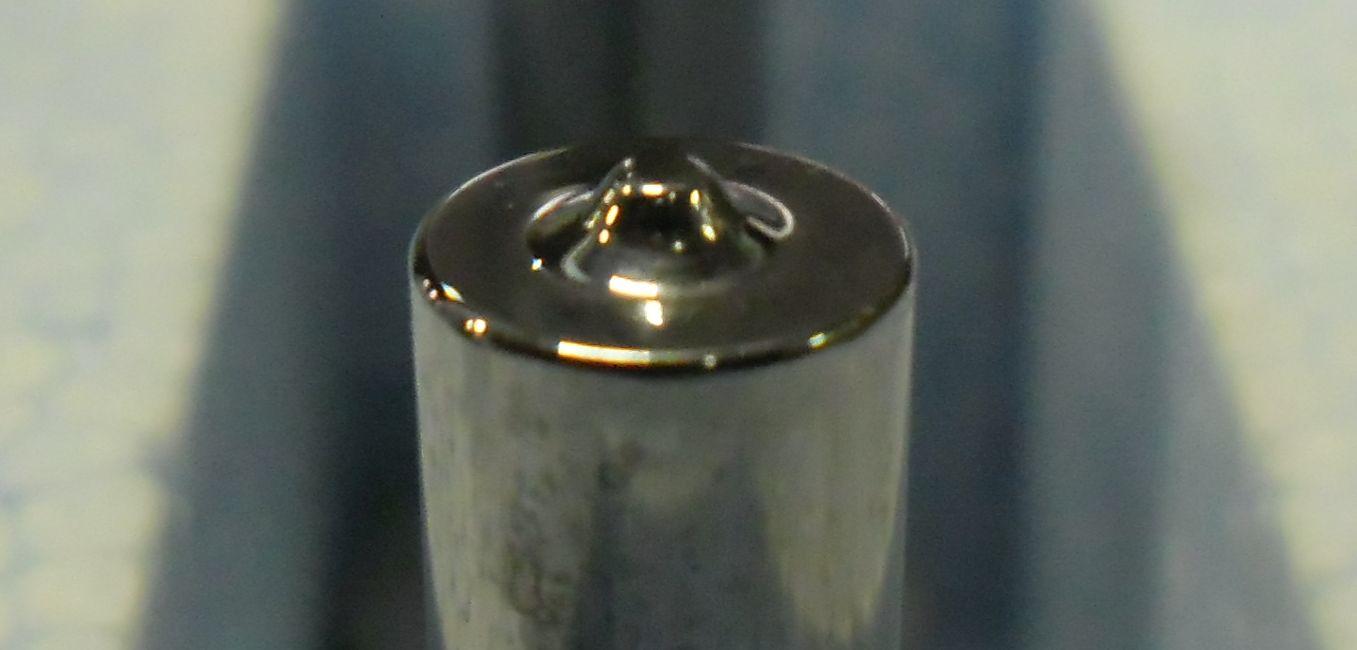 Dimpelpen. Stuiken van staal met hardmetaal